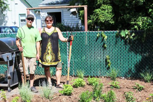 Master Water Stewards Ian Lamers & Liz Reiser installed a stormwater treatment train at a Northeast Minneapolis home that include three rain barrels, three rain chains, and a raingarden.